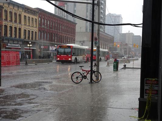 Urlaub in Ottawa: Regenschauer in der Innenstadt.
