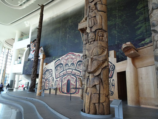 Urlaub in Ottawa: Exponate in der Grand Hall des Canadian Museum of History.