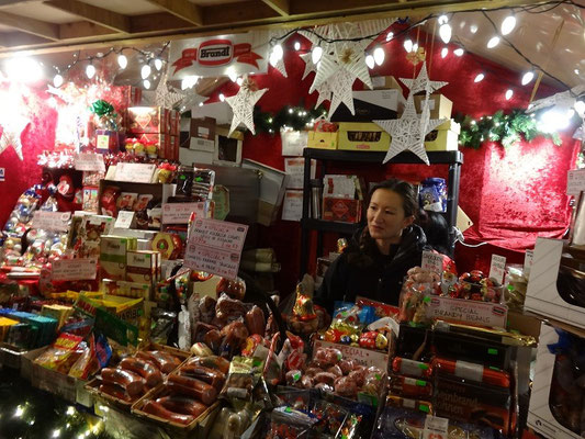 Verkaufsstand auf dem Weihnachtsmarkt im Distillery District von Toronto.