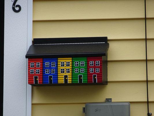Urlaub in Neufundland: Wer in St. John's kein knallbuntes Haus hat, kann immer noch seinen Briefkasten bemalen.