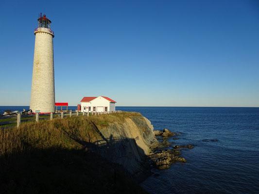 Urlaub in Quebec: Leuchtturm bei Cap-des-Rosiers auf der Ostseite des Forillon Nationalparks.