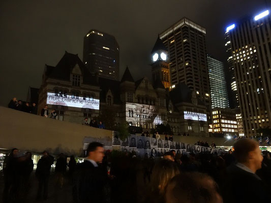 Nuit Blanche 2015 in Toronto: Installationen am Rathausplatz.