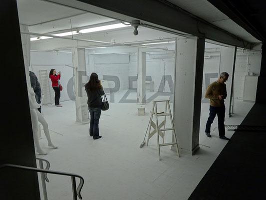 An Honest Farewell in Toronto: Eine Schwarz-Weiss-Installation im Kunst-Labyrinth.