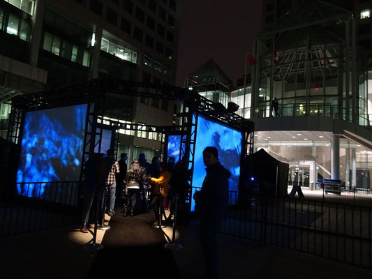 "Nuit Blanche 2016 in Toronto: Exponat ""Meet me in the Glass House."""