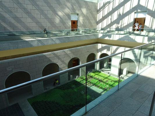 Urlaub in Ottawa: Die Glaskuppel bringt natürliches Licht in einen Innenhof der Nationalgalerie.