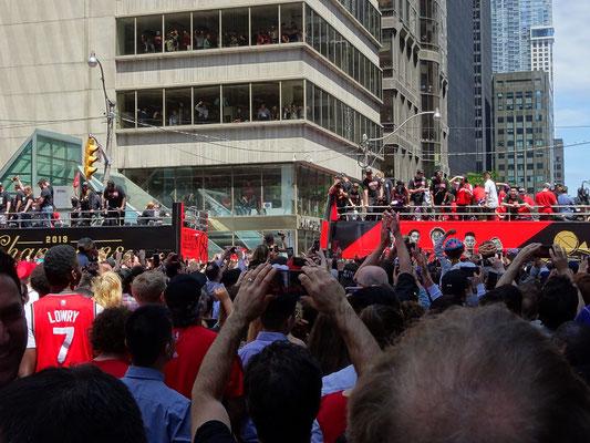 Toronto Raptors 2019: Grosser Andrang bei der Parade in der Innenstadt.