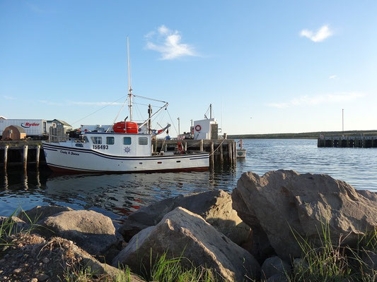 Fischerboote in kleinen Hafen von Cheticamp, auf Cape Breton Island.