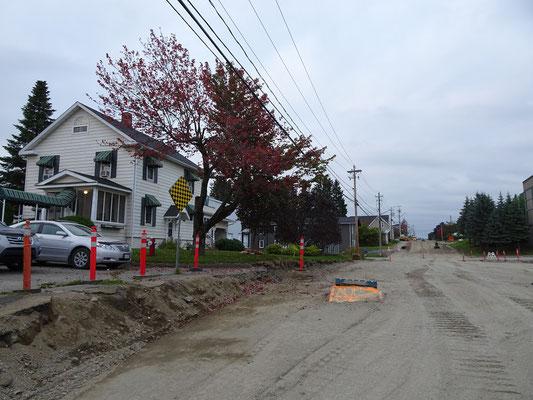 Urlaub in New Brunswick: Hinter dem Bed and Breakfast in Grand Falls fehlte mal eben der gesamte Strassenbelag.