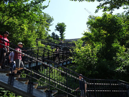 Urlaub in Ottawa: Treppe vom Flussufer hinauf auf den Parliament Hill.