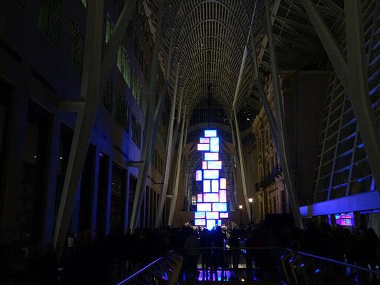 "Nuit Blanche 2016 in Toronto: Video Installation ""Fallen Water - Niagara Escarpment"" im Brookfield Place."