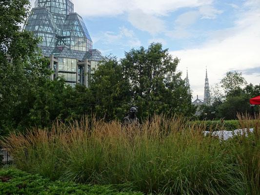 Urlaub in Ottawa: Versteckte Skulptur im Major's Hill Park.