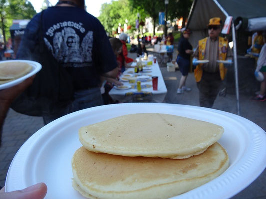 Canada Day in Halifax: Morgens gibt es am Rathaus gratis Pfannkuchen für alle.