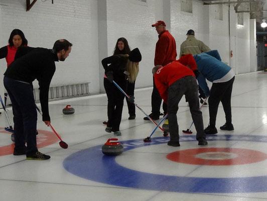 Da wurde es mal kurz eng beim Curling in Toronto.