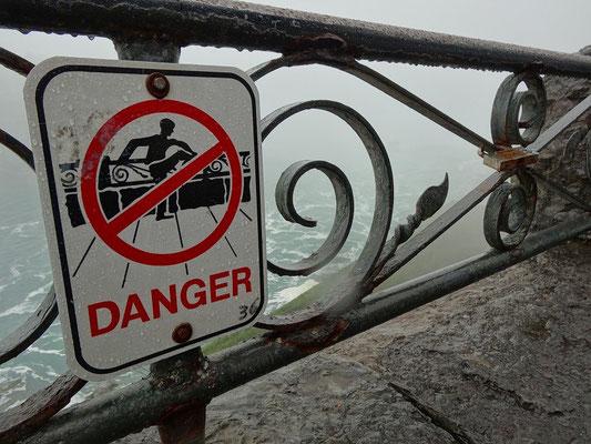 Niagara Falls: Meinen Kletter-Drang habe ich an den Niagara-Fällen auftragsgemäss unterdrückt.