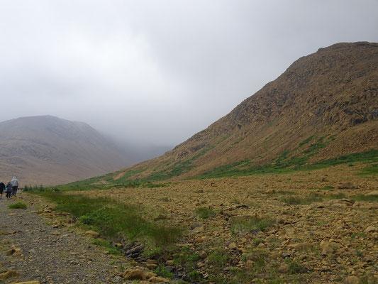 Wandern im Gros Morne National Park: Der Pfad über die Tablelands steigt nur ganz sachte an.