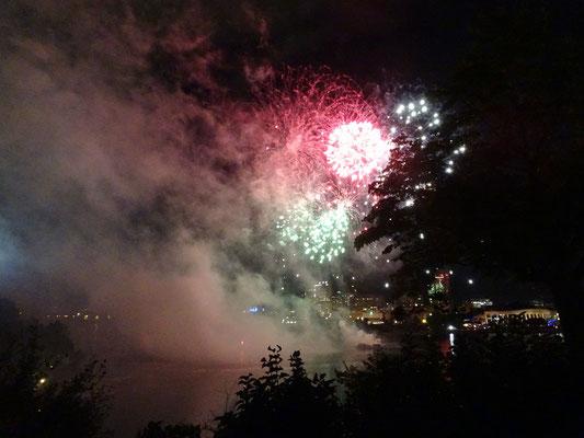 Urlaub in Ottawa: Feuerwerk am Fluss.
