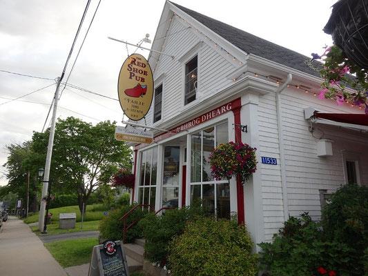 Das Red Shoe Pub in Mabou ist eine bekannte Anlaufstelle für gälische Hausmusik in Nova Scotia.