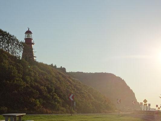 Herbsttour in Quebec: Abendstimmung mit Leuchtturm auf der Gaspésie-Halbinsel.