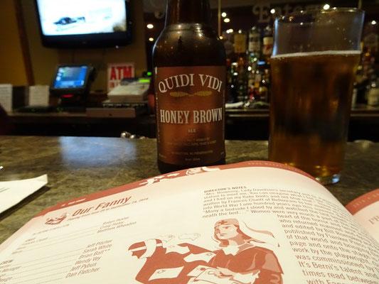 Zeit für ein neufundländisches Bier und einen Blick auf das Theater-Programm in Cow Head.