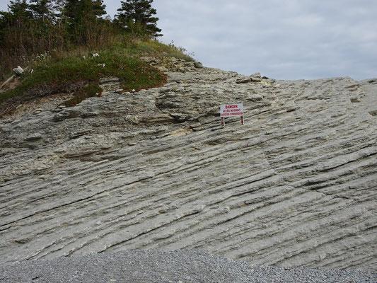 Urlaub in Quebec: Interessante Felsstruktur am Cap-Bon-Ami auf der Ostseite des Forillon Nationalparks.