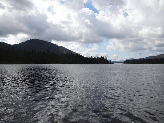 Herbsttour in Quebec: Blick auf den Lac Cascapédia im Parc national de la Gaspésie.