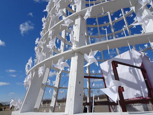 """Winterstations 2018 in Toronto: Die Installation """"Wind Station"""" am Woodbine Beach wurde um einen der Rettungsschwimmer-Türme herum gebaut."""