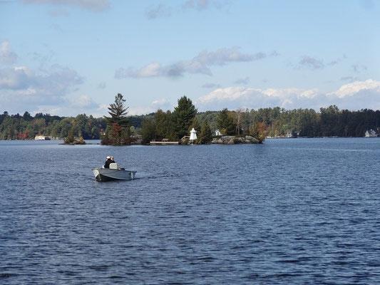 Kleines Inselchen in der Muskoka-Seenlandschaft in Ontario.
