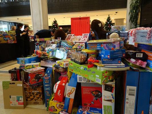 Weihnachten in Toronto: Spielzeug-Sammlung auf der Arbeit.
