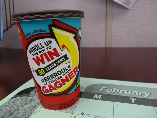 "Tim Hortons-Gewinnspiel: ""Roll up the Rim""."