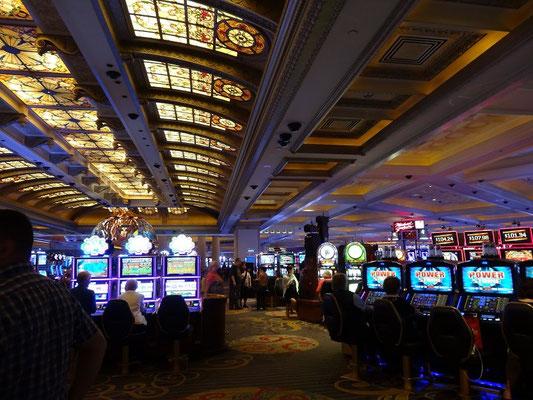 Niagara Falls: Wer will, kann sein Geld auch hier im Casino ausgeben.