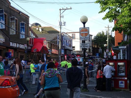 Urlaub in Neufundland: Eingang zum George Street Festival in St. John's.