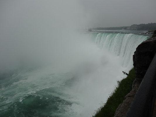 Niagara Falls: Nahaufnahme von den Niagara-Fällen.