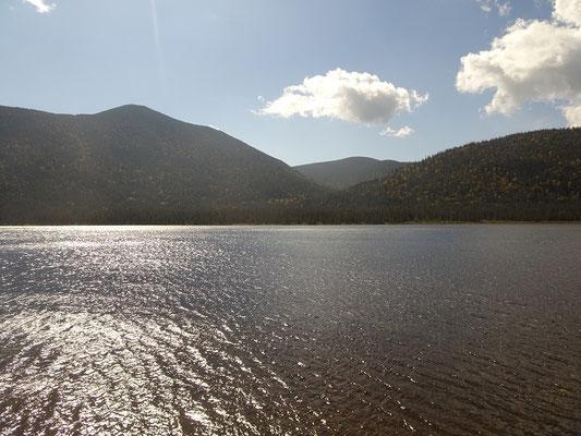 Herbsttour in Quebec: Blick über den Lac Paul im Parc national de la Gaspésie.
