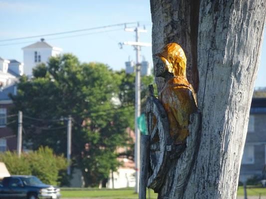 Urlaub in Quebec: Holzschnitzerei am Exploramer in Sainte-Anne-des-Monts.