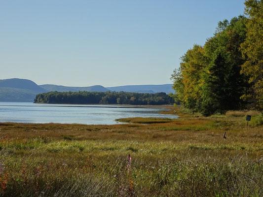 Urlaub in Quebec: Uferabschnitt in der Nähe des Westeingangs zum Forillon Nationalpark.