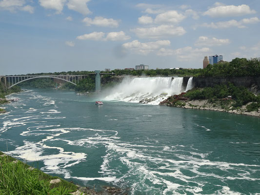 Niagara Falls: Blick hinüber auf die amerikanische Seite.