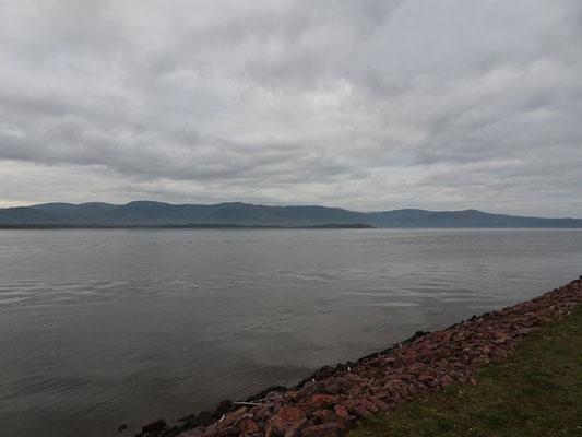 Urlaub in New Brunswick: Blick über die Chaleur Bucht von der Uferpromenade in Campbellton.