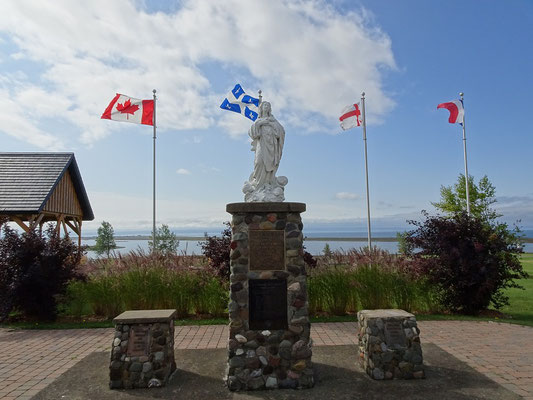Urlaub in Quebec: Denkmal in Carleton-sur-Mer.