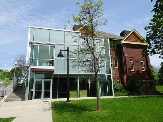 Die Assembly Hall auf dem Lakeshore Campus verbindet alt und neu.