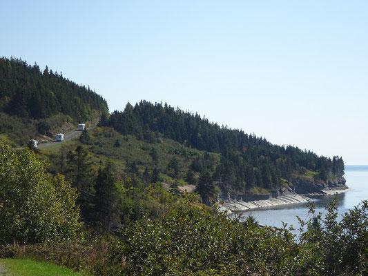 Urlaub in Quebec: Drei Wohnmobile auf Tour im Westen des Forillon Nationalparks.