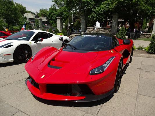 Casa Loma Toronto: Ferrari vor Springbrunnen.