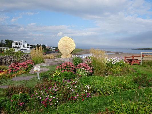Urlaub in Quebec: Kleiner Garten am Rastplatz nahe der Anse aux Ilots.