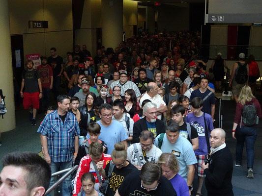 FanExpo 2016 in Toronto: Grosser Besucherandrang an der Rolltreppe.