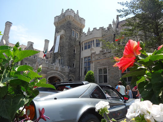 Blick auf das Eingangsportal der Casa Loma in Toronto.