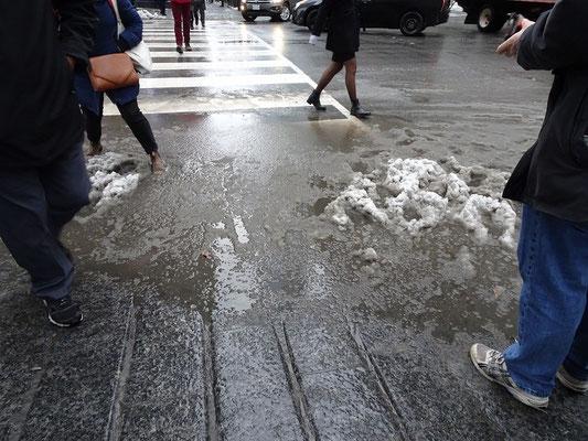 Winter in Toronto: Schneematsch an jeder Kreuzung.