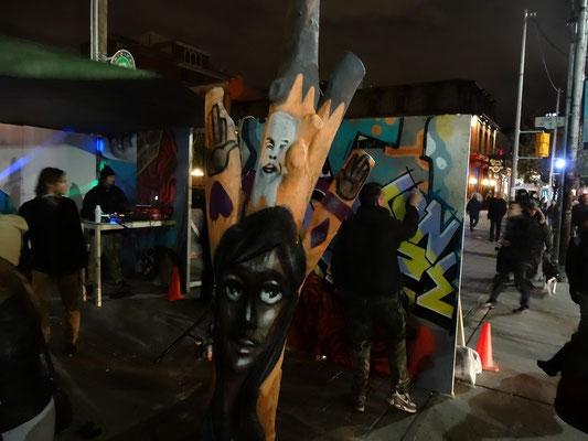 Graffitis und Strassenkunst auf der Nuit Blanche 2015 in Toronto.