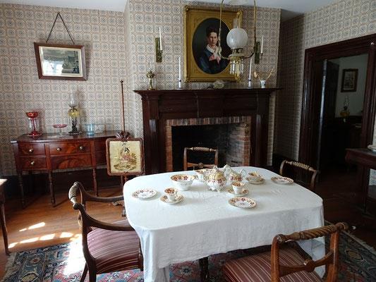 Black Creek Pioneer Village: Blick ins Wohnzimmer des Burwick House.