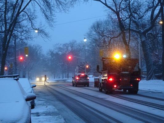 Winter in Toronto: Beim ersten Schneefall kommt der Winterdienst gewöhnlich nicht hinterher.