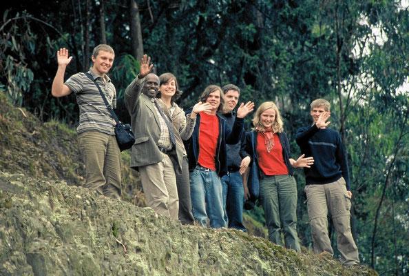 Gegenseitige Besuche bringen uns voran. Das zeigen jedenfalls zwanzig Jahre Partnerschaft - hier die grinsende Reisegruppe von 2006. Wir freuen uns auf den nächsten Besuch der Äthiopier bei uns!