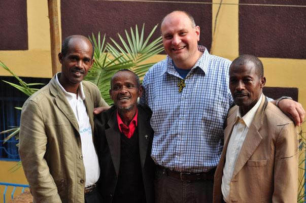 Über zwanzig Jahre Partnerschaft! Und auch die derzeitigen Pastoren verstehen sich offensichtlich gut.